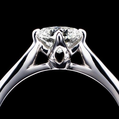 新作エンゲージリング(婚約指輪)「Bell Fabiola(ベル ファビオラ)」サイドビュー